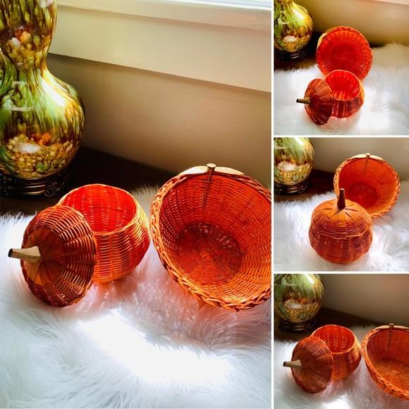 🦋2/$10 3/$15 4/$18 5/$20 Vintage Pumpkin Basket Set